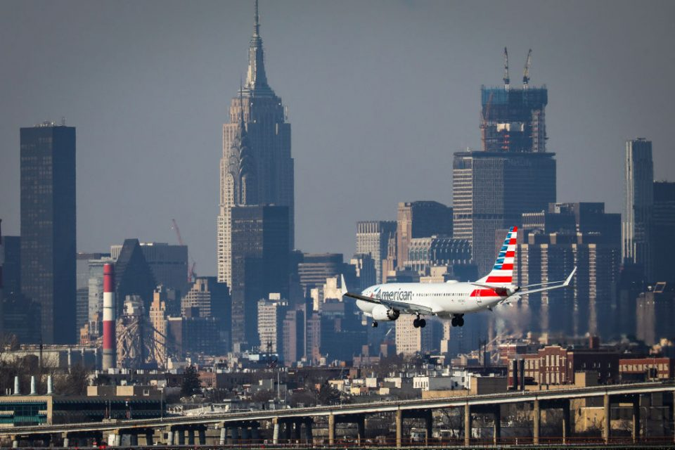 """The bosses of some of the UK's biggest aviation firms have called for the government to make sure that the US is on the """"green list"""" for international travel from 17 May."""