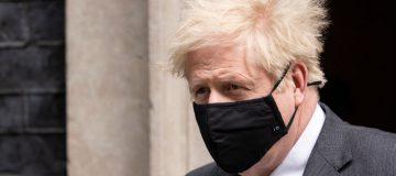 Boris Johnson Leaves For PMQs