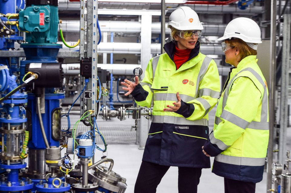 Nicola Sturgeon Opens New £54 Million GlaxoSmithKline Production Centre