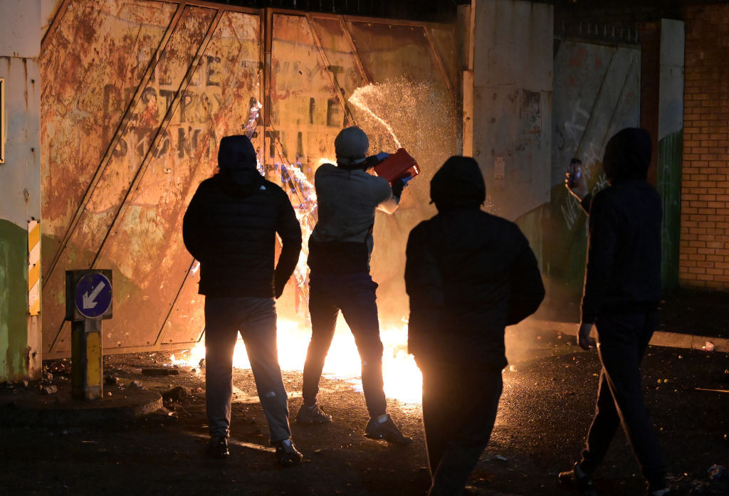 Northern Ireland: Ministers condemn 'deplorable violence' in Belfast