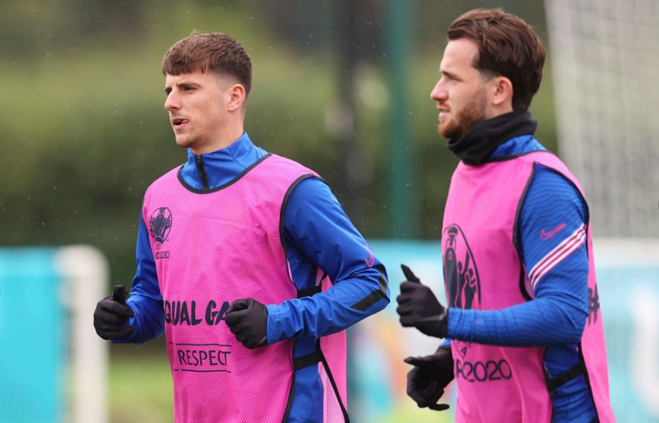 Mount (L) and Chilwell (R) have been told to isolate after having close contact with Scotland's Gilmour, who has since tested positive for Covid-19