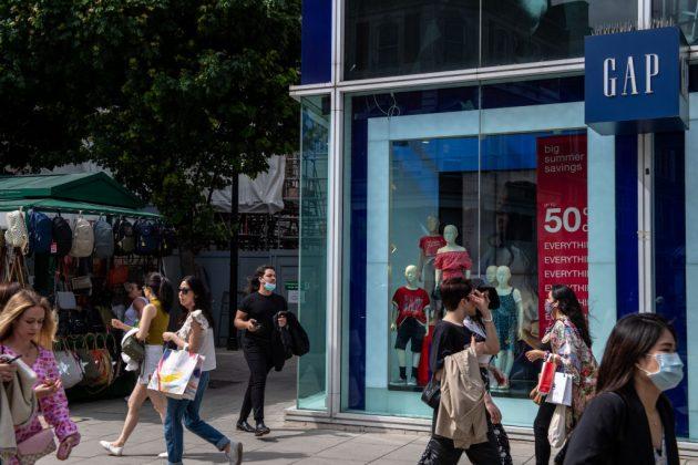High-street-shoppers