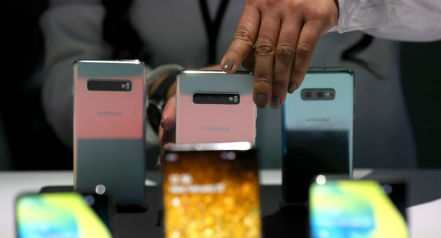Apple and Google under scrutiny from regulator over smartphone dominance