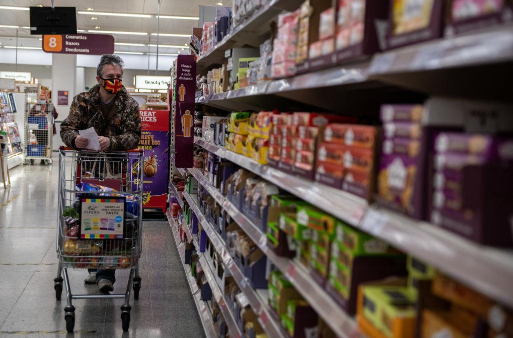 Kakitangan pasar raya mendapat pengecualian dari aplikasi Test and Trace untuk menghentikan kekurangan: CityAM