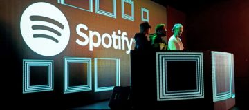 Spotify beats forecasts as paid subscribers hit 165m