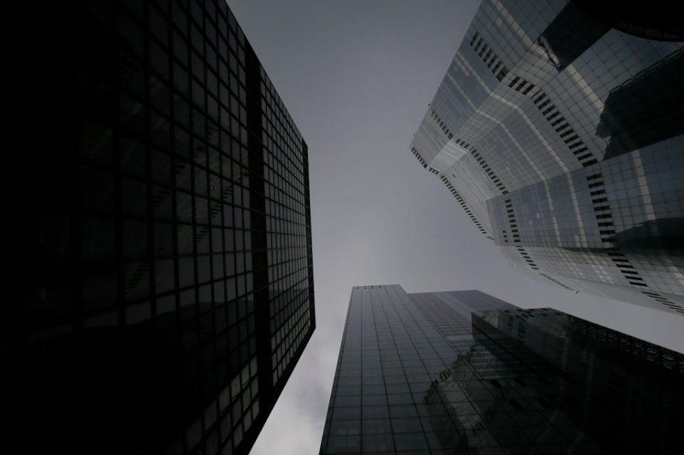 Free climber scales London Skyscraper