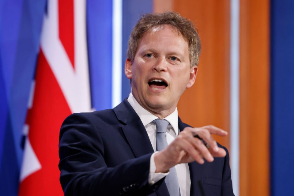 Representatives for the aviation industry have written to Grant Shapps to demand that travel restrictions be scrapped for those who are double vaccinated.