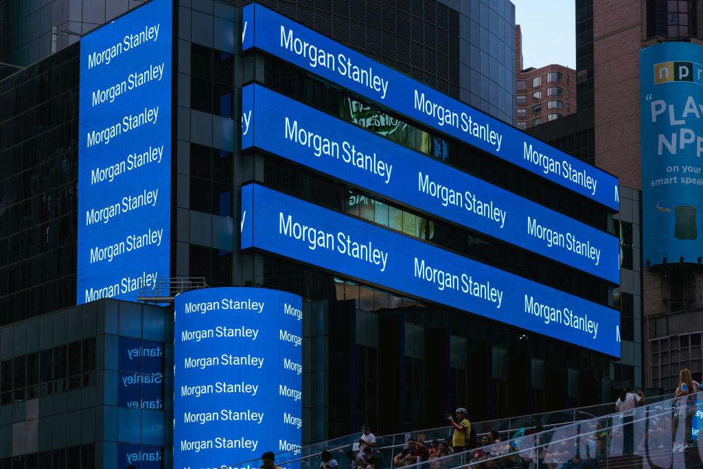 Morgan Stanley mengalahkan ekspektasi pada lingkungan pembuatan kesepakatan yang sedang booming