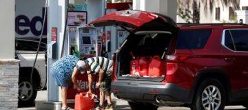 Halaman depan memberi 10.000 pekerja kenaikan gaji 5 persen saat krisis bahan bakar berkecamuk